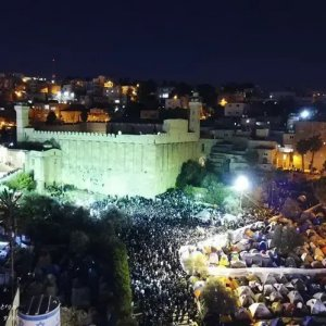 Thousands visit Cave of the Patriarchs for Chayei Sarah