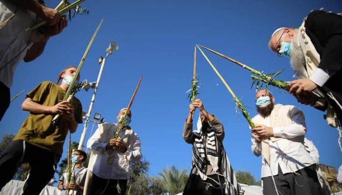 Social distancing Hallel event in Hebron on Sukkot 2020